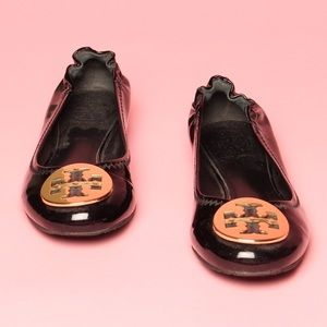 Tory Burch patent leather ballet flat shoe